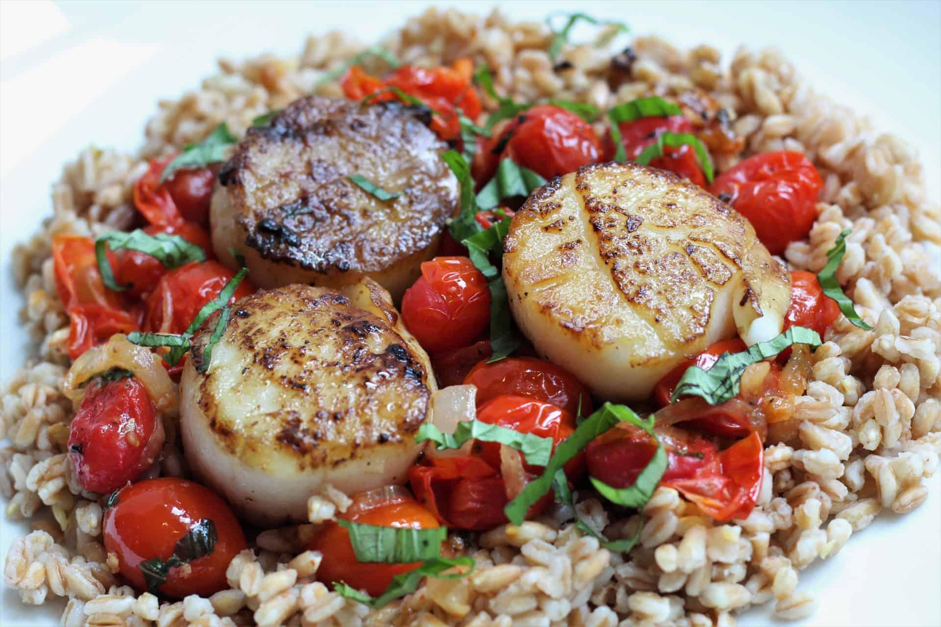 seared scallops with fresh cherry tomato sauce